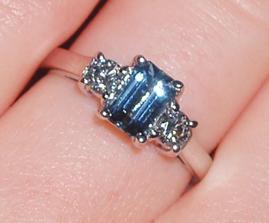 Akvamarin (kamen meho znameni) a dva diamanty! :)
