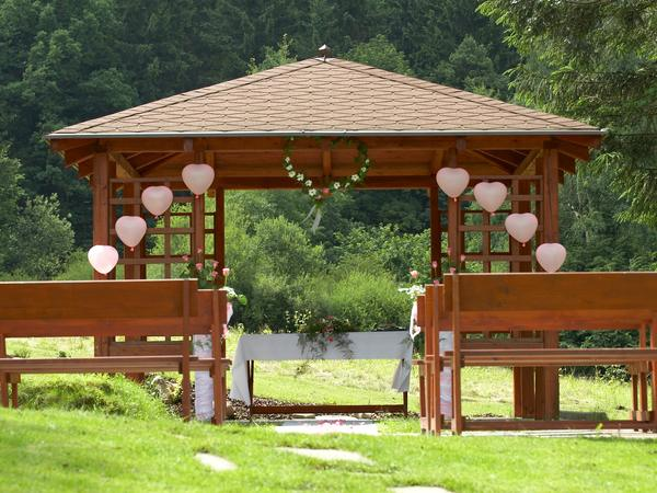 Wedding ideas - Tak snad nam bude pocasi prat a budeme moci mit obrad v tomto nadhernem altanku