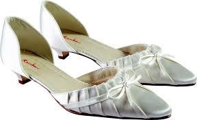 Wedding ideas - Nove botky - podpatky na puvodnich byly moc vysoke (kvuli satum). Tyhle jsou ale o moc pohodlnejsi, takze jsem happy :)