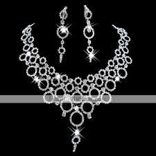 Šperky a obrúčky - Pre šaty s výstrihom