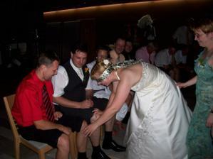 Večerní zábava - poznávání ženicha podle kolene...