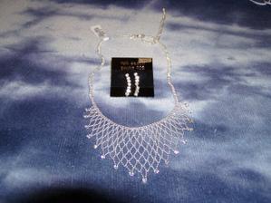 náhrdelník a naušničky, už taky čekají