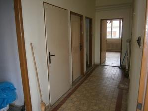 chodba -pohlad od vchodovych dveri