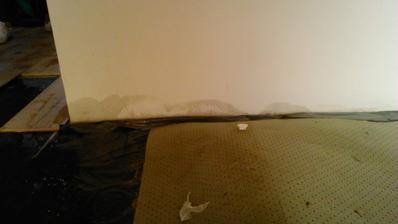 19.12.2014 (ocinove narodeniny) - namiesto upratovania a priprav na stahovanie sme rozoberali PLAVAJUCU podlahu, lebo nam v kupelni tlak vyrazil zo steny bateriu