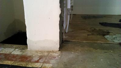 V kupelni je nastastie nova dlazba a nastastie sme este nemali zalozene zarubne a dvere