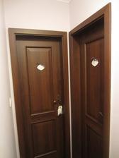 dvere do kúpeľne a WC
