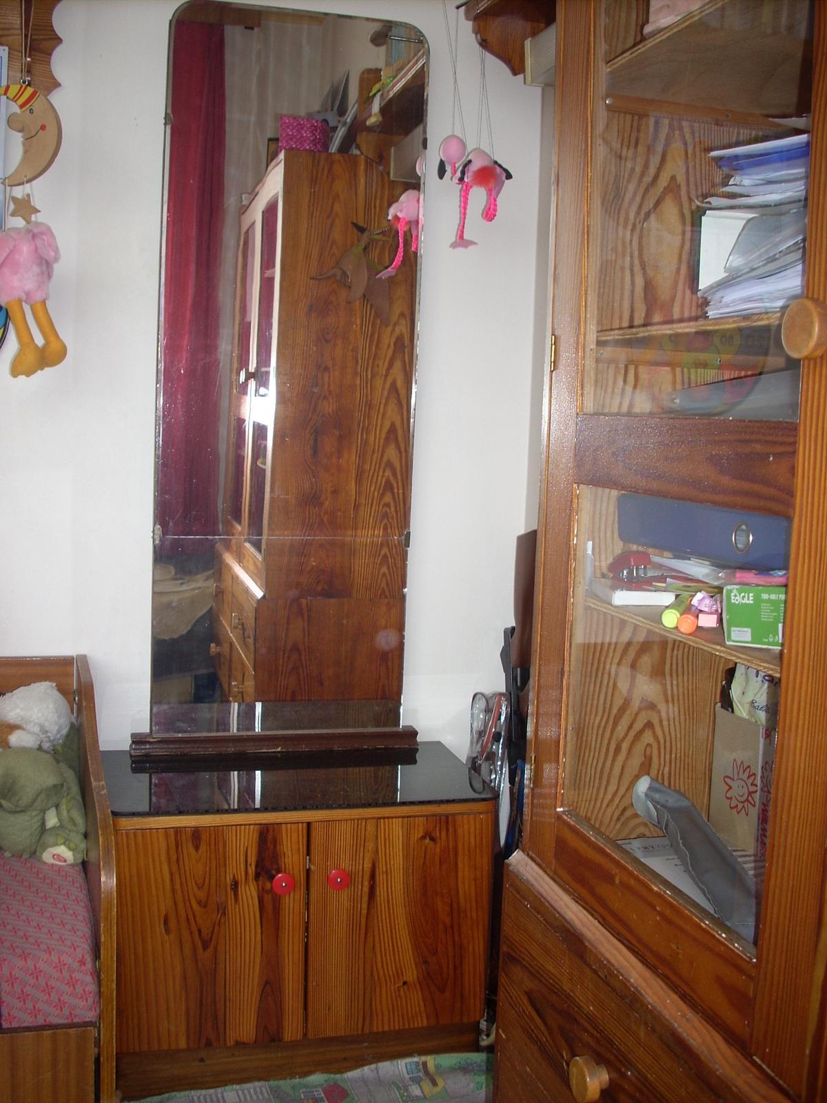 Zrkadlo so skrinkou - masív - Obrázok č. 1