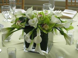 dekorace na stůl - ale s růžemi a hortenzií