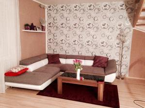 po skoro 5 letech bydlení máme konečně nový gauč :) jen ty barvy nejsou správně, kobereček je temně fialový
