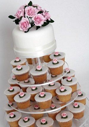 Budeme manželia :) - koláčky sa mi hrozne páčia... a isto je to aj praktickejšie ako velikánska torta, či?