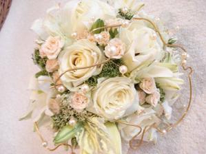 tak tahle je naprosto dokonalá,ale bez těch perel ty přinášejí do manželství slzy...