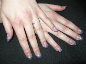 Moje svatební nehty (se zásnubním prstýnkem)