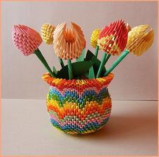 3D origami váza s tulipánmi viac na  :  http://bujdosova.blog.sme.sk/c/326791/3D-origami-vaza-s-tulipanmi.html