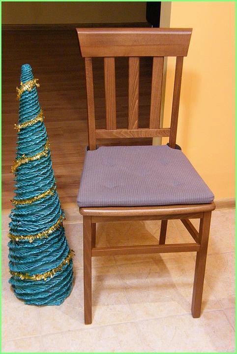 20ccfd5e5 Vianočný stromček z papierového pletenia vo veľkosti 110 cm. Viac na: http:/