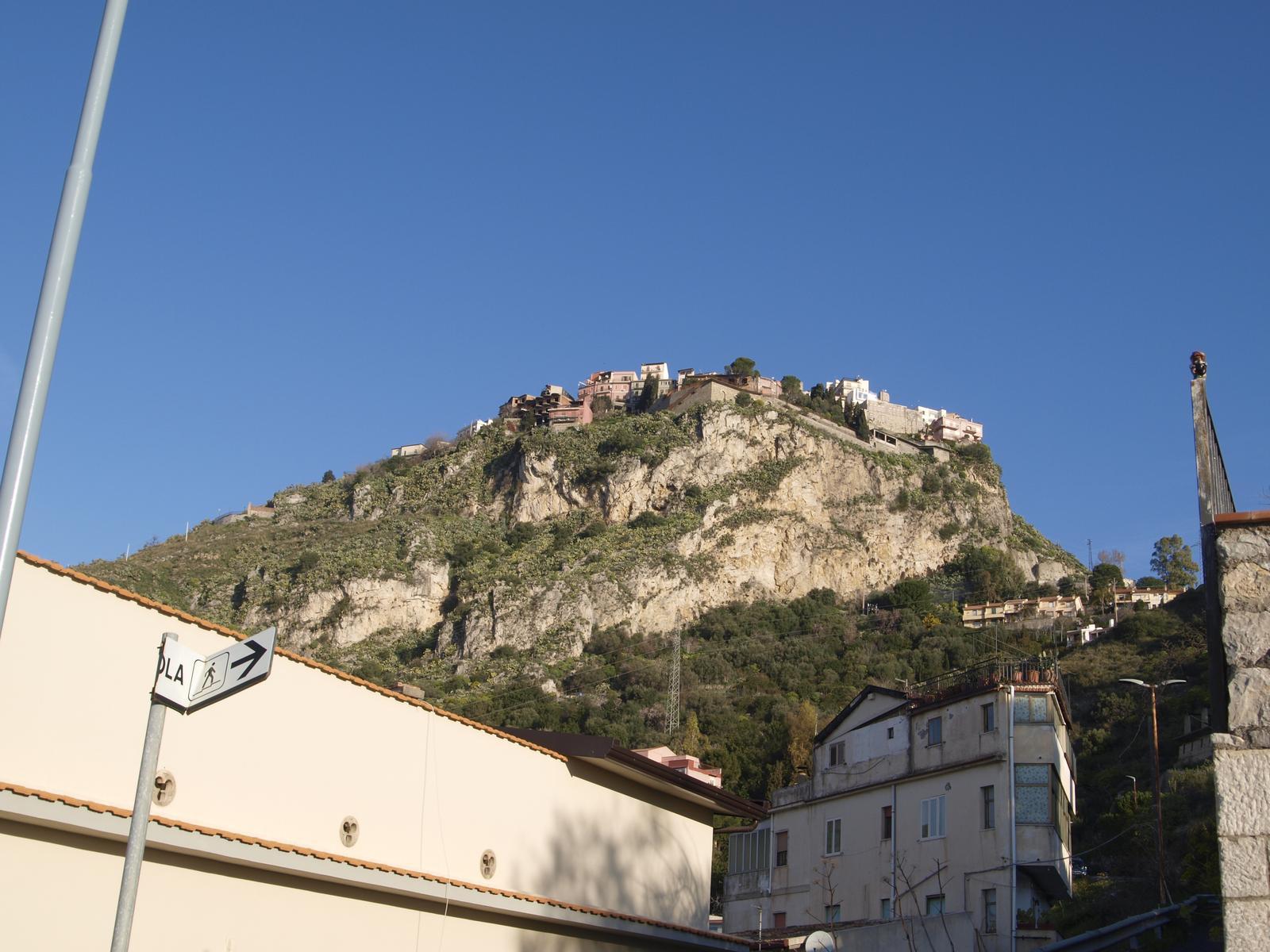 Architektúra  juh.itálie - niekde po ceste