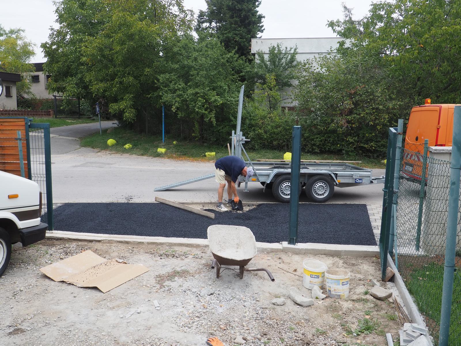 Senec šírka 8,5m - asfaltujeme