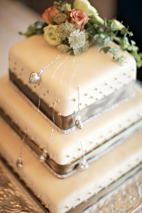 Easy Wedding - dekorační a květinový servis, půjčovna svatebních dekorací - design svatebního dortu