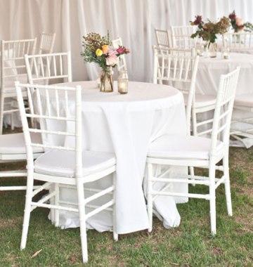 Potahy na židle a dekorace k zapůjčení - NOVINKA 2013 bílé ozdobné židle k zapůjčení, cca 200ks, zatím pouze u nás