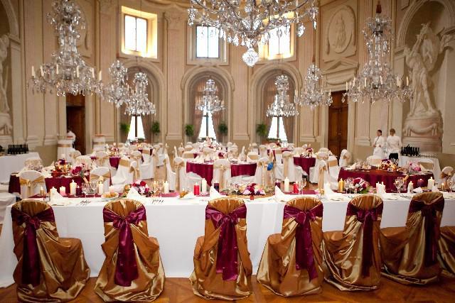 Easy Wedding - dekorační a květinový servis, půjčovna svatebních dekorací - zlaté potahy na židle