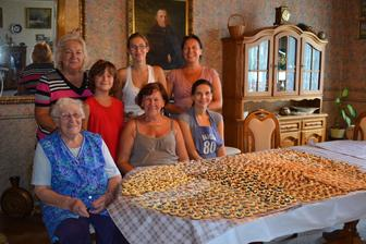 Rodinný pečící tým, který nám napekl 800 koláčků :-)