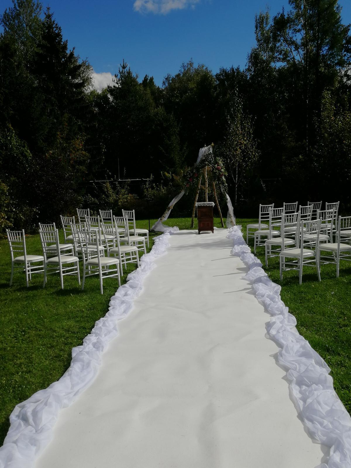 Materiál na prenájom - biely koberec 10m