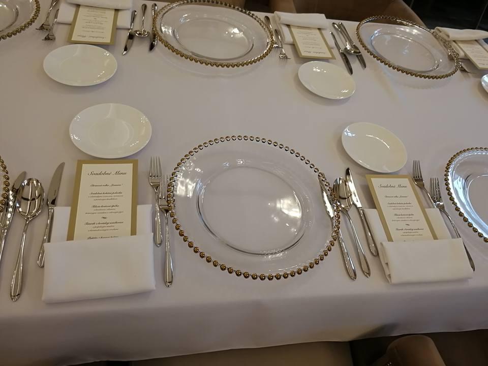 Materiál na prenájom - klubové taniere so zlatými guličkami