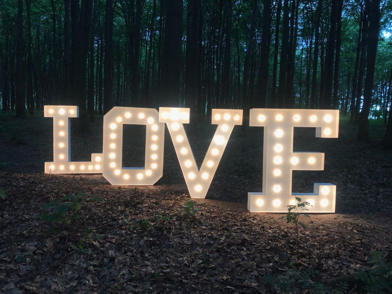 Materiál na prenájom - nápis LOVE