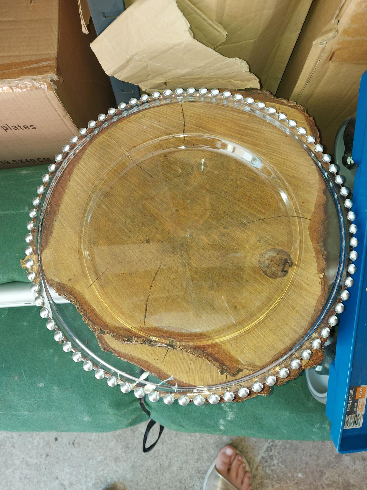 Inventár na PREDAJ - plastový tanier so striebornými guličkami 3,00€/ks