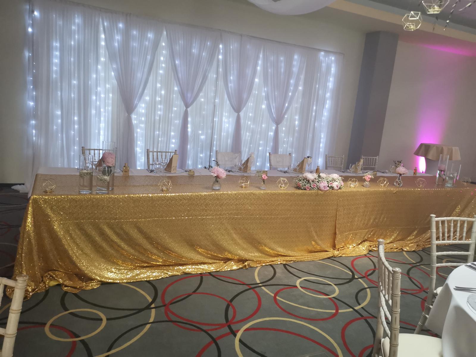 Glitrový obrus zlatý na hlavný stôl  - Obrázok č. 1