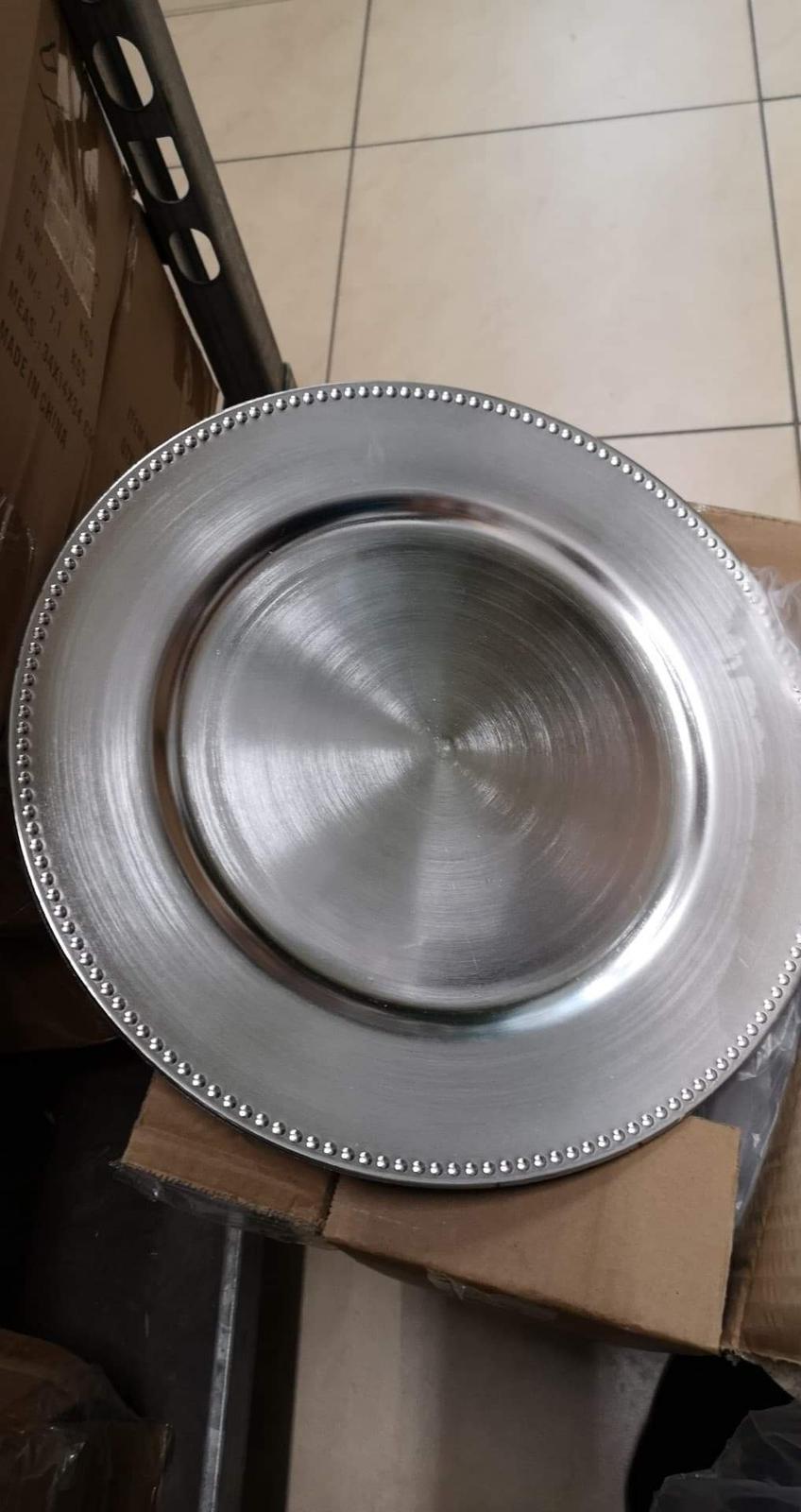 Klubové taniere strieborné  - Obrázok č. 1