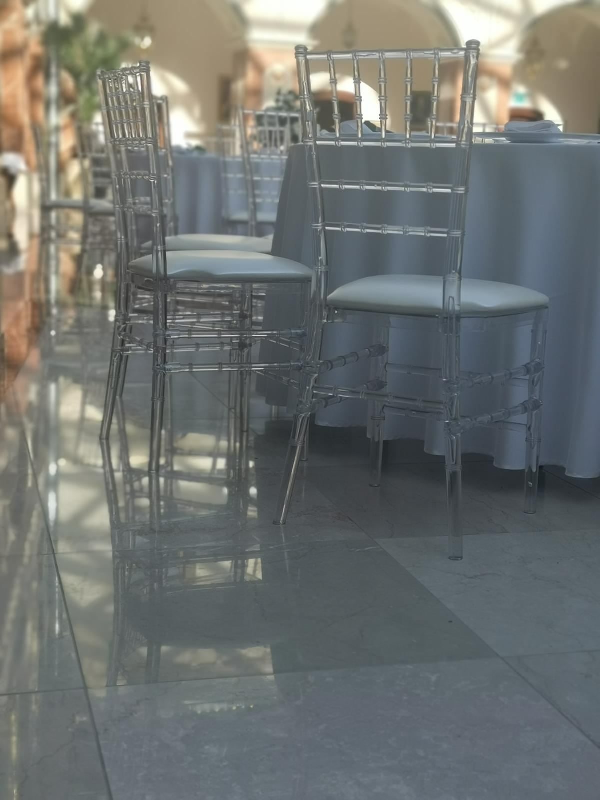 Transparentná stolička  - Obrázok č. 1