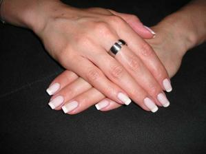 na svatbu plánuju o něco delší nehty a lakování od profesionálky :-)