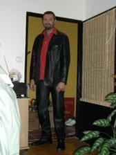 skoromanžel v novém obleku, košili, botech...