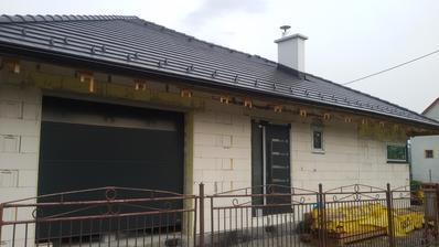 garáž a hliníkové vchodové dvere, okná a dvere obojstranne antracit