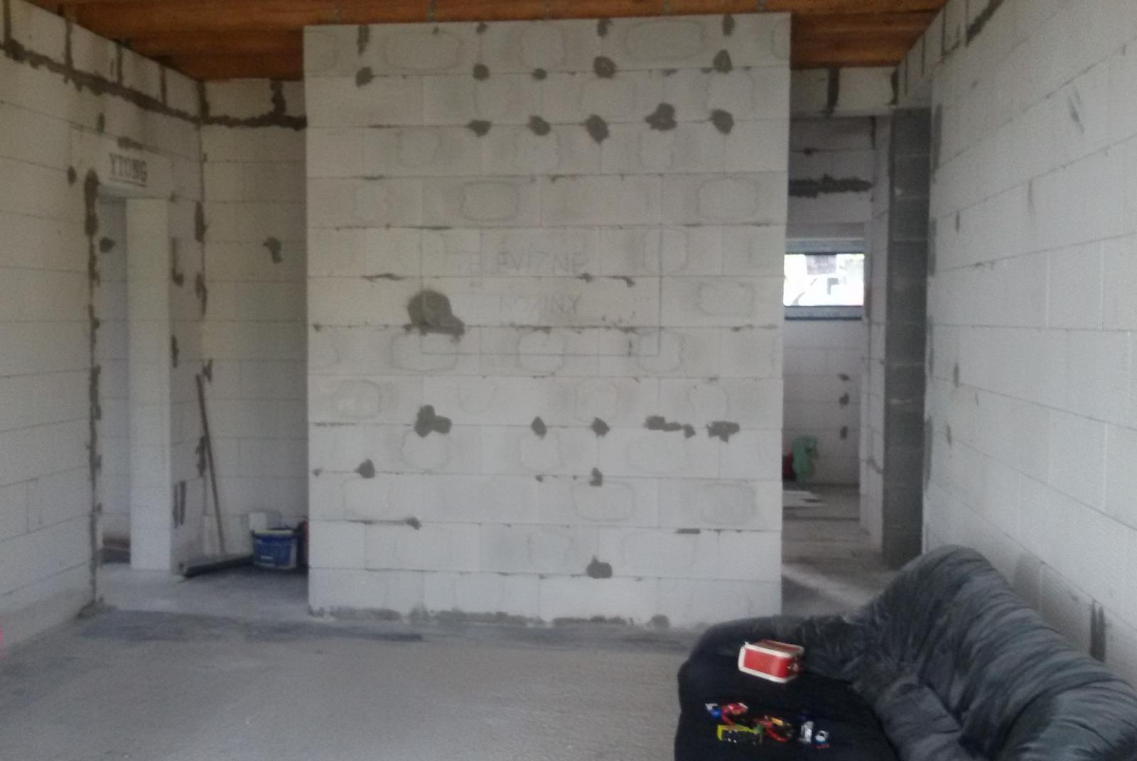 Inšpirovaný MUZOu - Tv stena - pohľad na zadverie a do práčovne