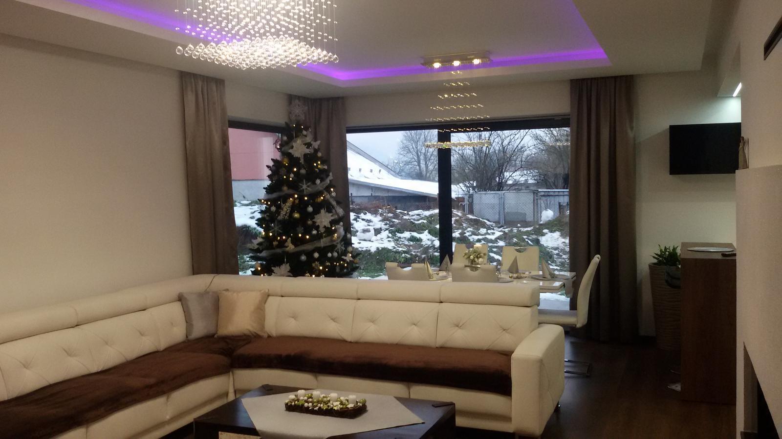 Inšpirovaný MUZOu - obývačka, v januári prídu do všetkých izieb ešte čisto-biele zaclony