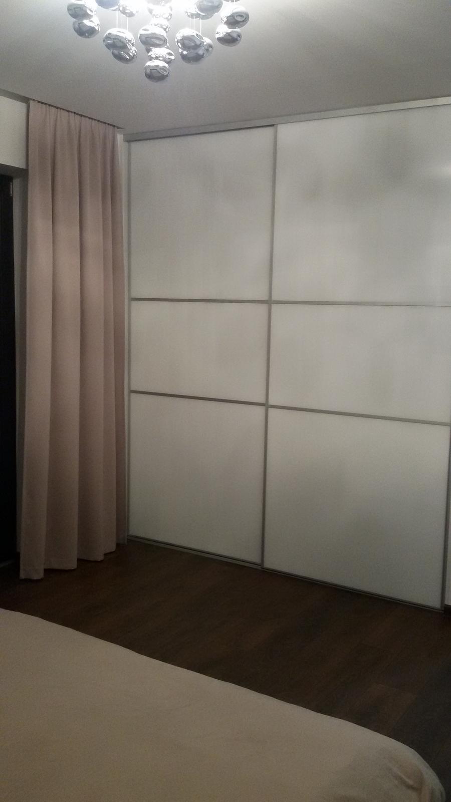 Inšpirovaný MUZOu - skriňa spálňa - Lacobel pure white
