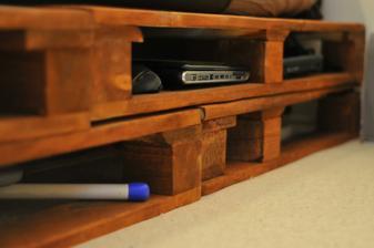 v malinkom bytiku sme ocenili kazdy kusok miesta na odkladanie veci :)