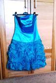 Modré šaty s bohatou sukní, 36