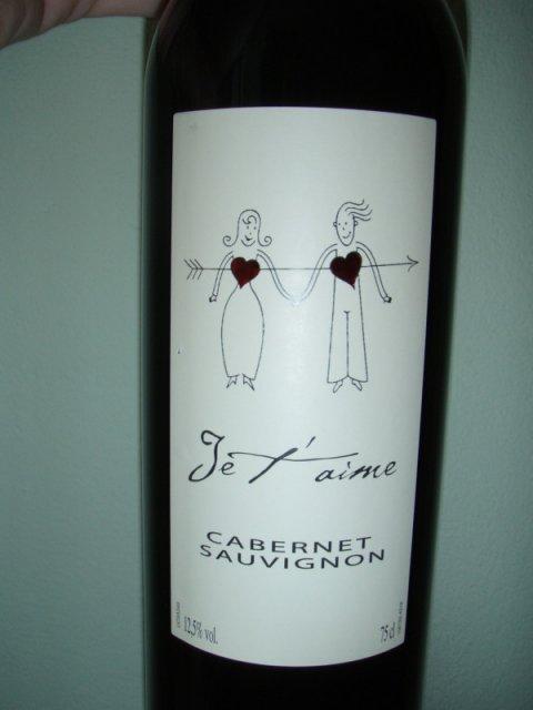 ... svadobne vinko - cervene, uz aj biele je objednane :)