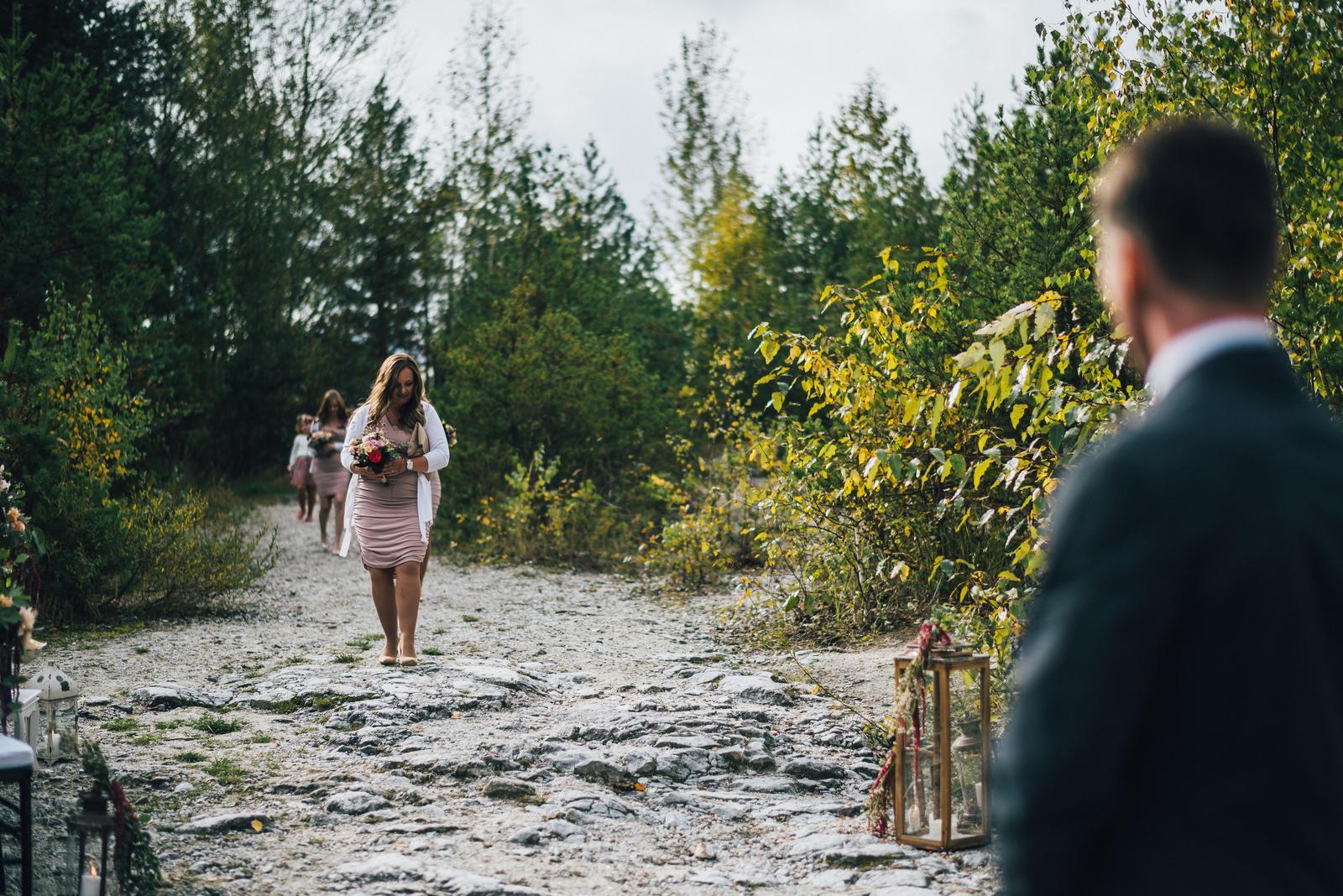 Ivona{{_AND_}}Pavel - Příchod družiček a za nimi kráčející nevěsta, která byla do poslední minuty utajovanou.