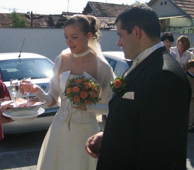 Martinka{{_AND_}}Romanko - ... príchod do reštaurácie (pred rozbíjaním taniera)