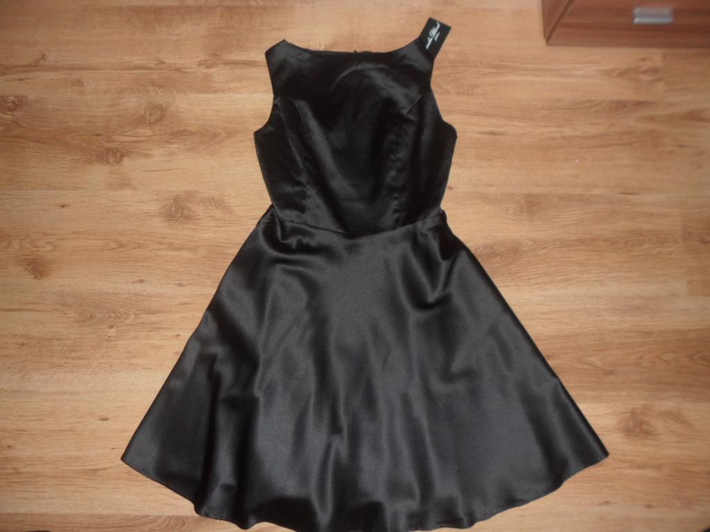 Dámske čierne šaty - Obrázok č. 1