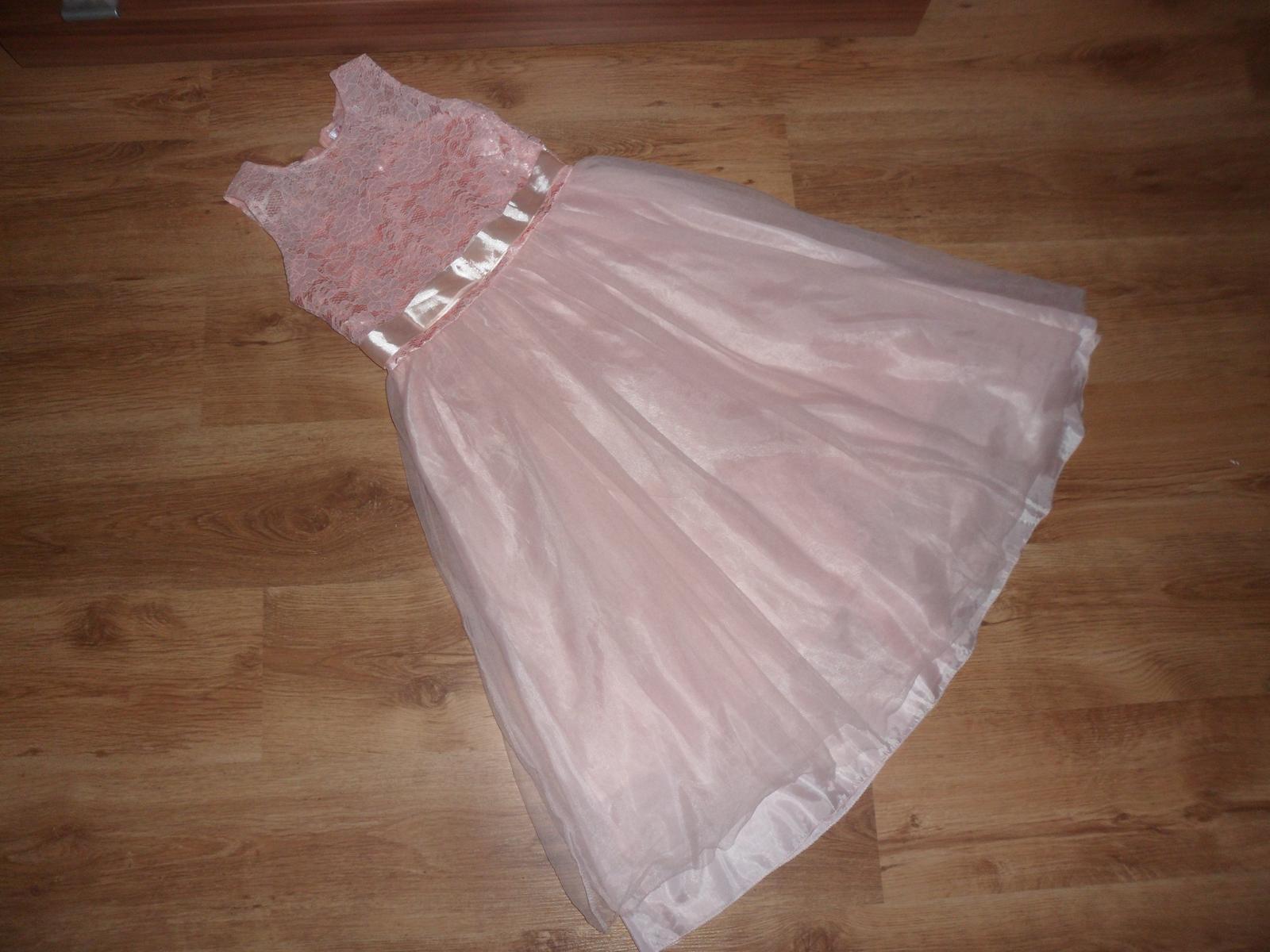 Šaty pre teenage princeznú - Obrázok č. 1