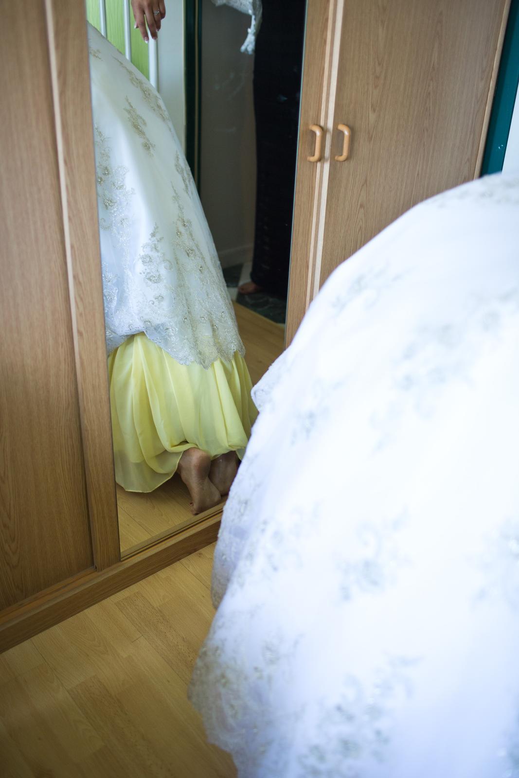 Najvtipnejšie zábery - A kto mi to lezie pod sukňu?