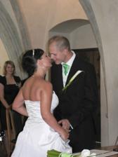 první manželský polibek