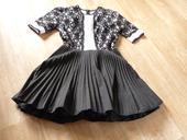 krajkové šaty s bohatou sukní, 40