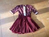 vínové šaty s krajkou a bohatou sukní, 36