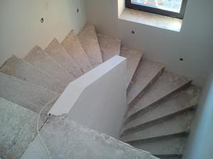 schodiskový múrik - pripravený pre budúce zábradlie