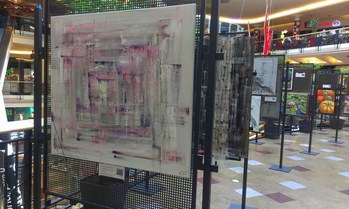 Zahájena výstava v Palladiu - Růžová zahrada